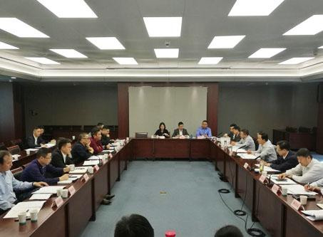 张文斌在与企业代表座谈时指出:增强信心 专注实业 政企同心共谋发展新篇